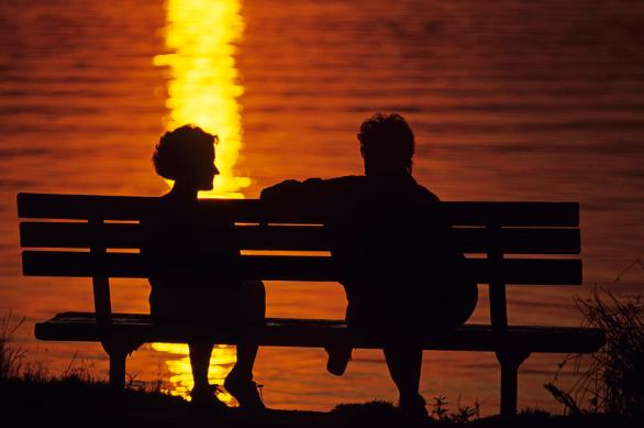 silhouetted-couple-on-park-benchtif-jim-corwin